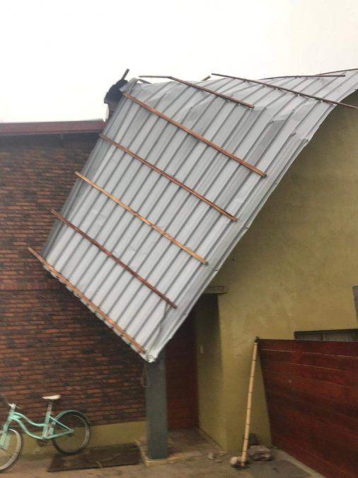 Una decena de evacuados, casas dañadas y más de 20.000 hogares sin luz
