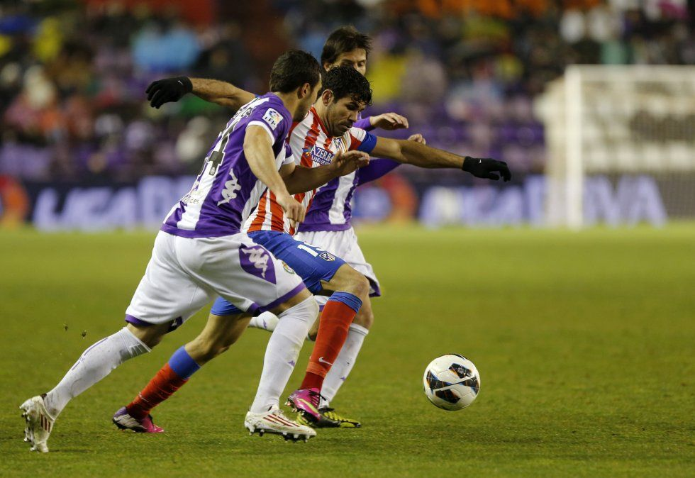 Real Madrid y Atlético empataron 0-0 y el Barcelona encabeza la Liga