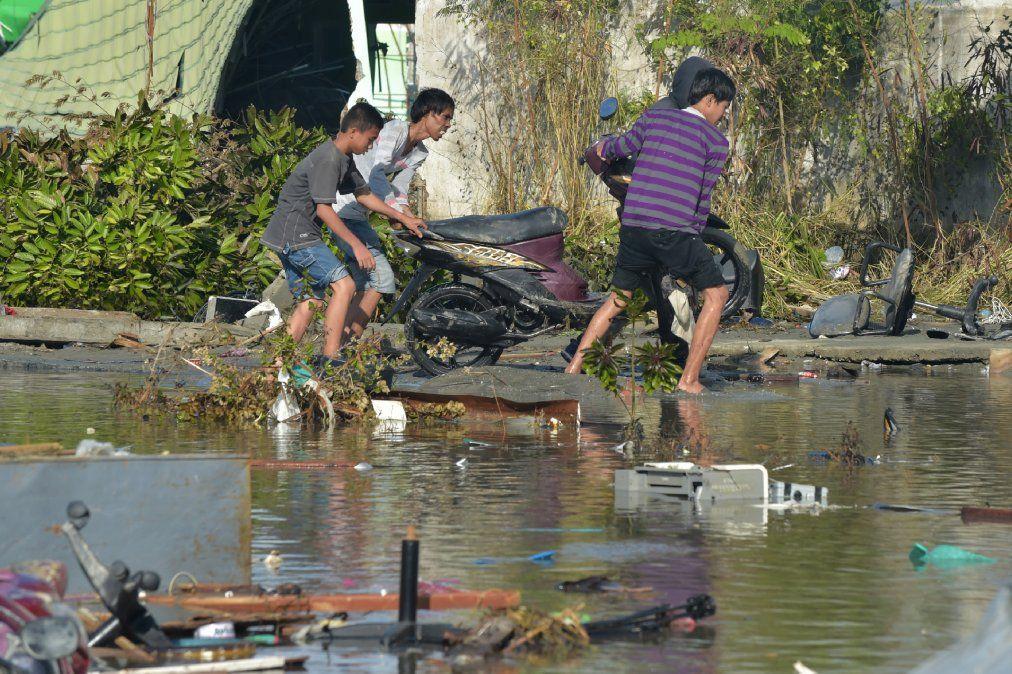 El balance de muertos en el sismo y el tsunami en Indonesia sube a 832 personas