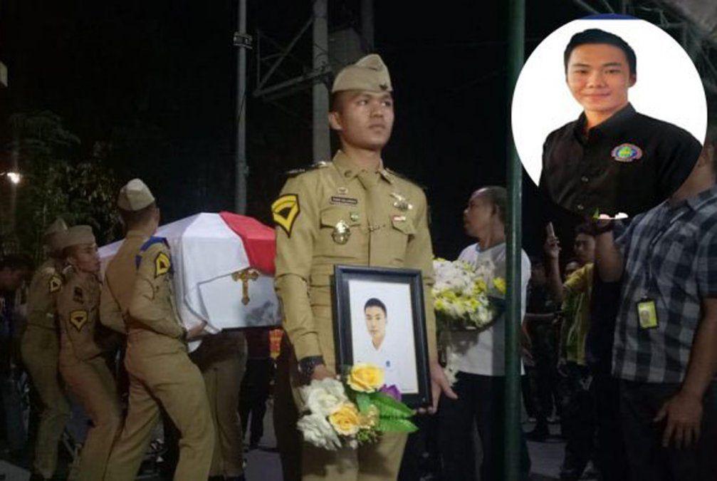 El heroico controlador aéreo que murió en el terremoto para que despegara el último avión
