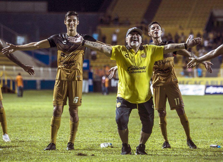Los Dorados de Maradona se reencuentran con el triunfo y así lo festejó el Diez