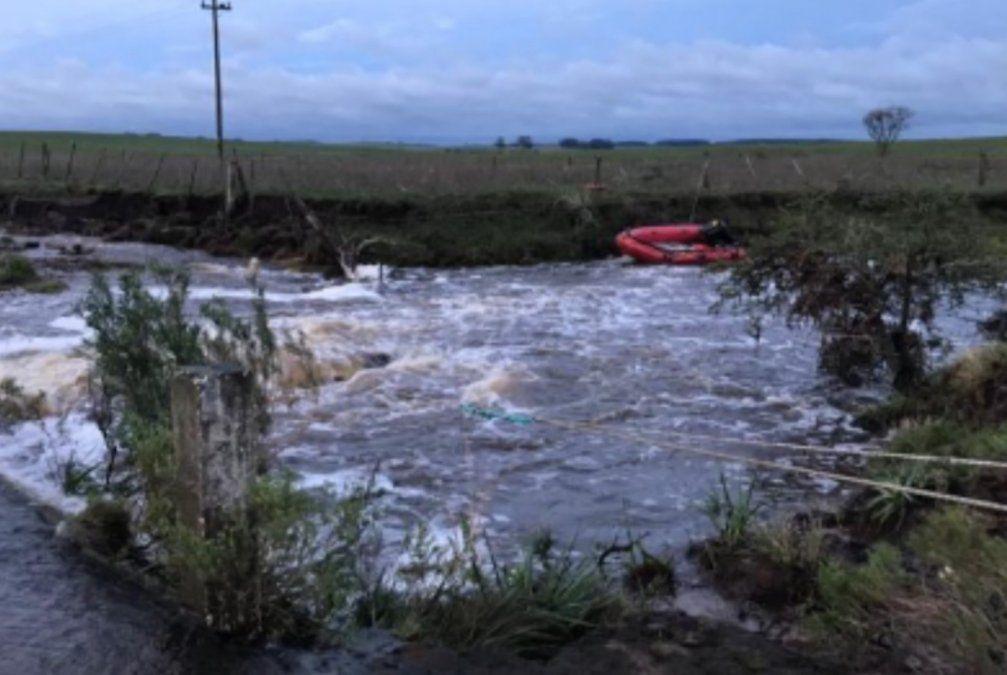 Murieron dos niños y dos adultos arrastrados por la corriente