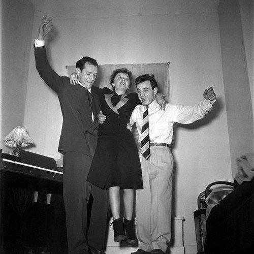 Con Edith Piaff y Eddie Constantine. Fue pianista de la gran cantante francesa y compuso para ella antes de ser él mismo un mito de la música mundial