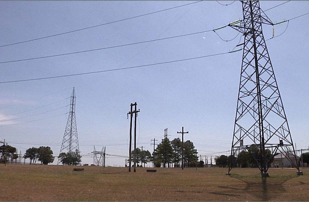 Advierten del peligro de remontar cometas cerca de torres de alta tensión