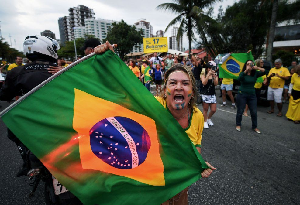 Bolsonaro y Haddad empatarían en una segunda vuelta