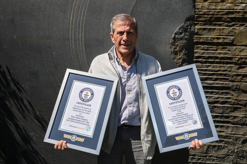 Maestro Tabárez obtuvo dos récord Guinness al frente de la Selección Uruguaya