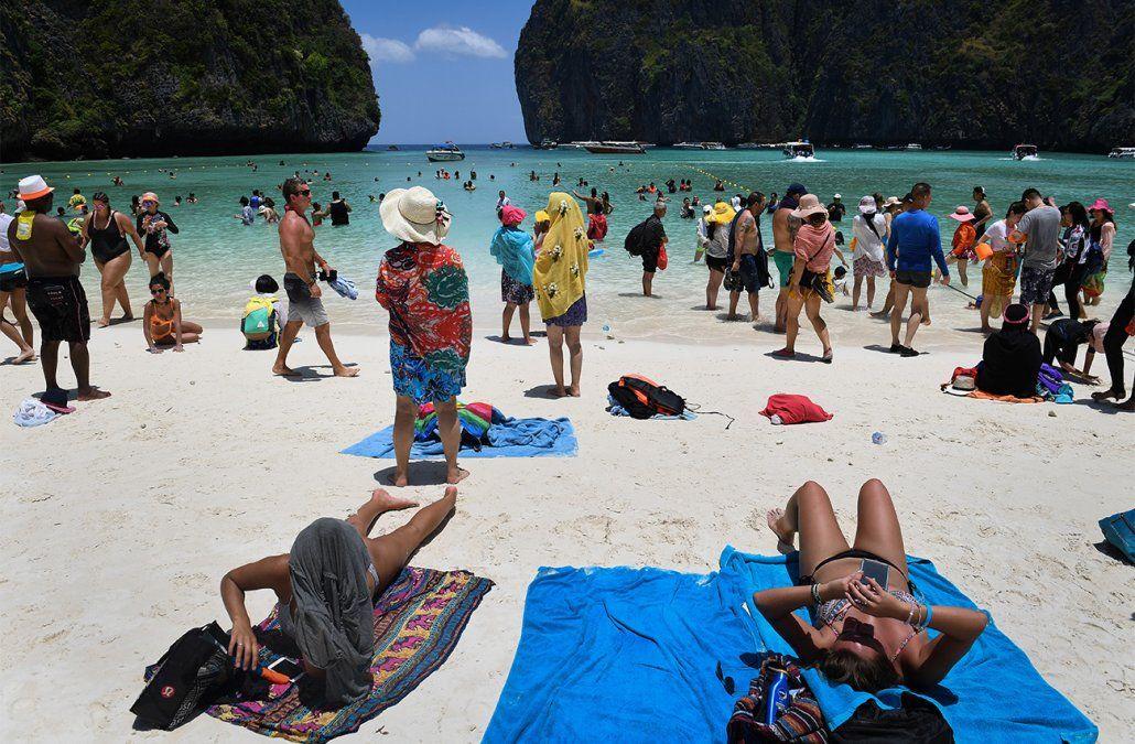 Tailandia cierra indefinidamente Maya Bay, la playa famosa por la película de Di Caprio
