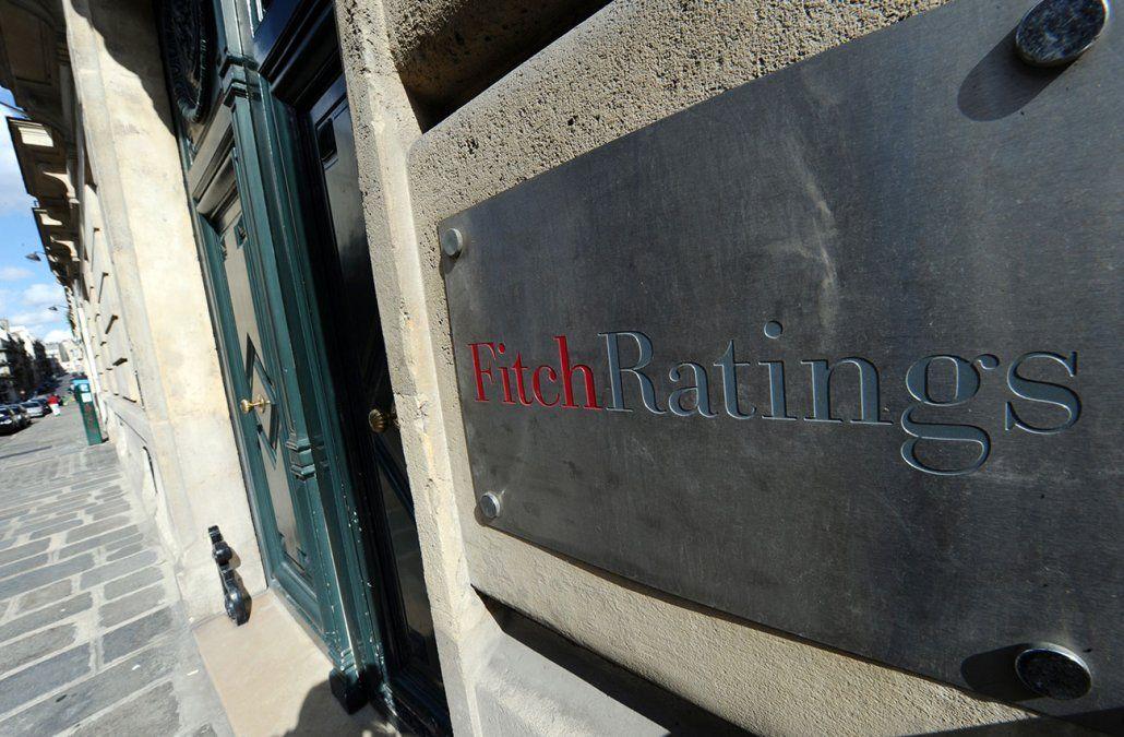 Fitch mantuvo grado inversor de Uruguay pero bajó la perspectiva a negativa