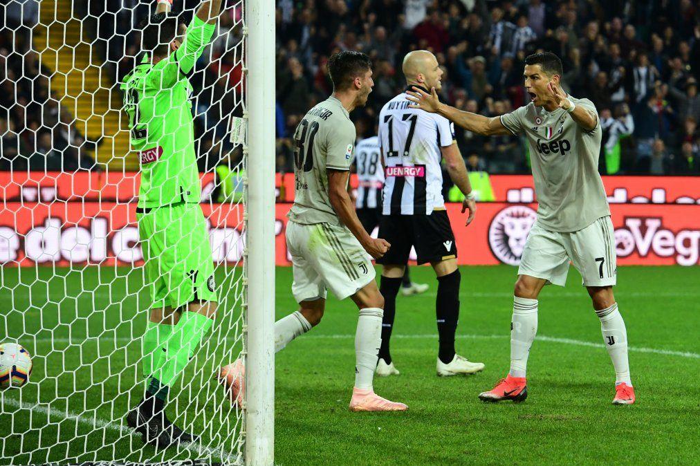 El uruguayo Bentancur celebra su gol junto al portugués CR7. Ambos marcaron los goles de la victoria para la Juve contra Udinese.