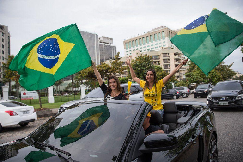 Habrá segunda vuelta en Brasil, con el ultraderechista Bolsonaro como favorito