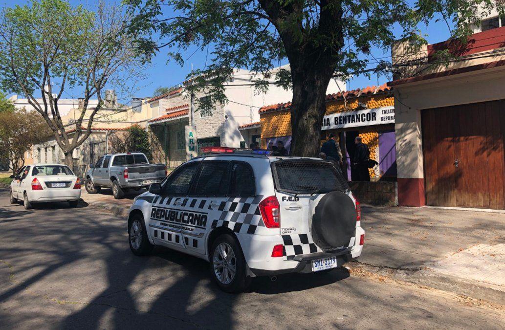 Cuatro delincuentes asaltaron una armería y robaron escopetas, rifles, pistolas y balas