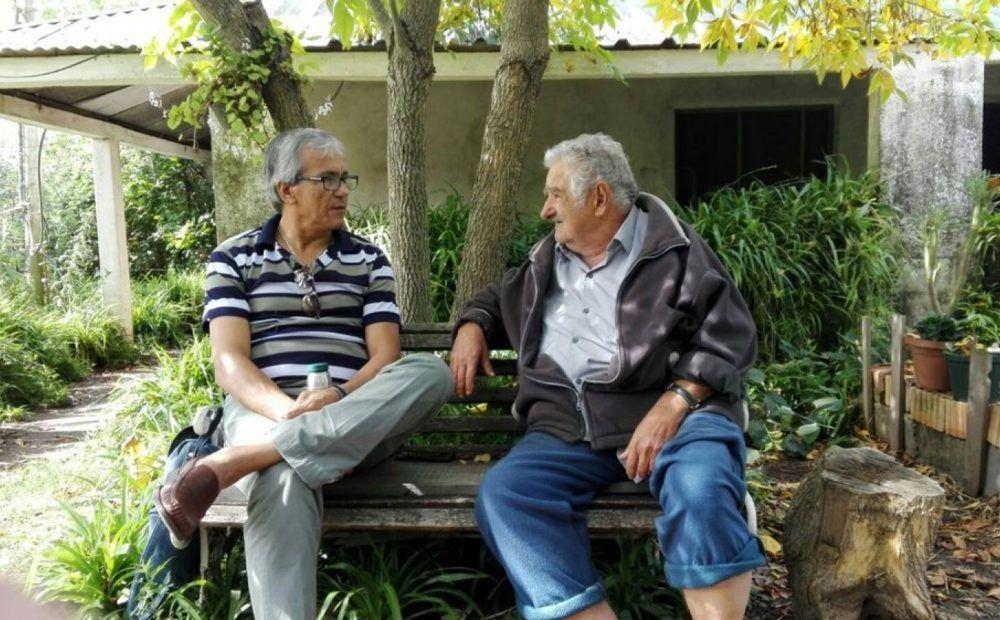 Juan castillo y José Mujica tendrán la difícil tarea de convencer a Sendic de que no sea candidato por cuestiones éticas. El expresidente se rehúsa.