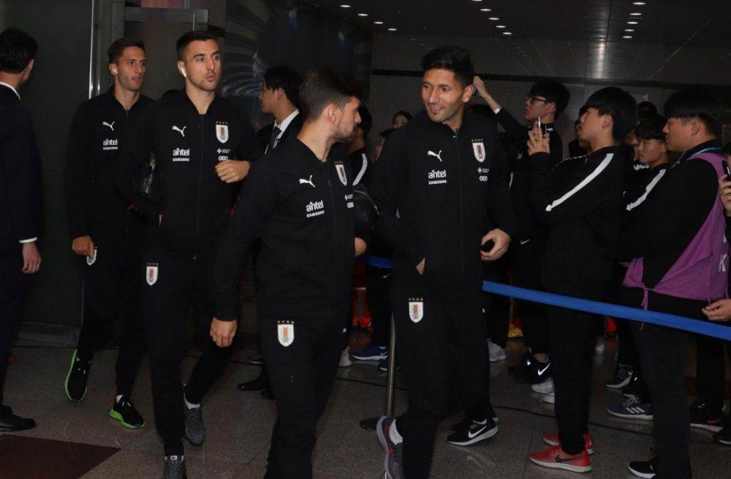 Los uruguayos llegan al estadio de Seúl