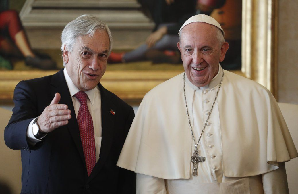El Papa Francisco expulsó a otros dos obispos chilenos por abuso de menores