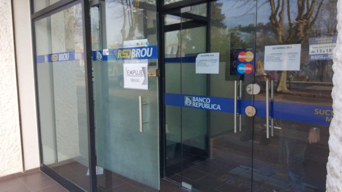 Funcionarios bancarios no cargan efectivo en cajeros del Brou este fin de semana largo