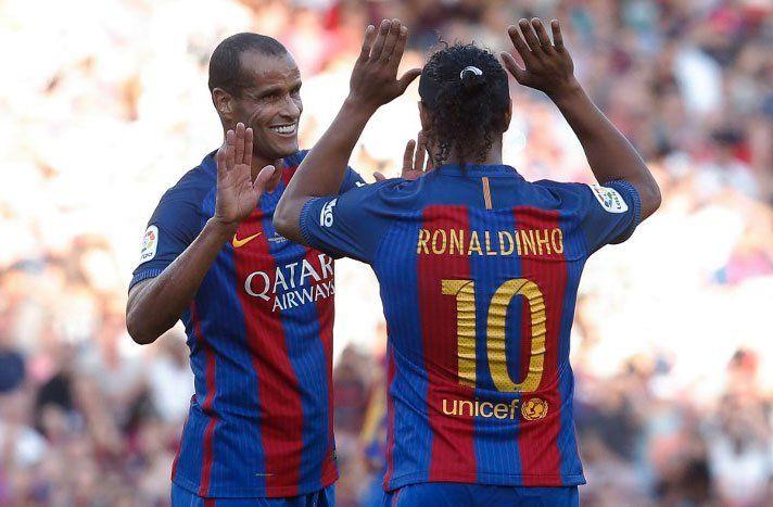 Ronaldinho Gaucho y Rivaldo jugaron el 30 de junio de 2017 en el equipo de excampeones del Barcelona ante un equipo de leyendas del Manchester United.