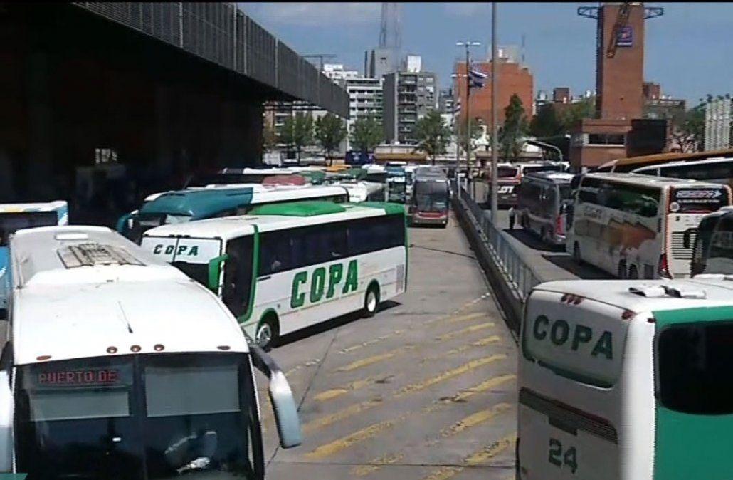 Sindicato de transporte trancó el ingreso y salida de ómnibus en Tres Cruces