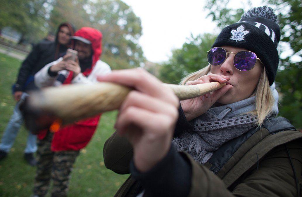 Canadá legaliza la marihuana, en medio de gran euforia