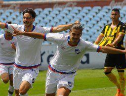 Nacional goleó 4-0 en el clásico de tercera, con triplete de Thiago Vecino