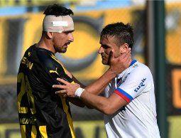 Nacional y Peñarol empataron 1-1 y mantiene cada uno su ventaja en la Anual y el Clausura