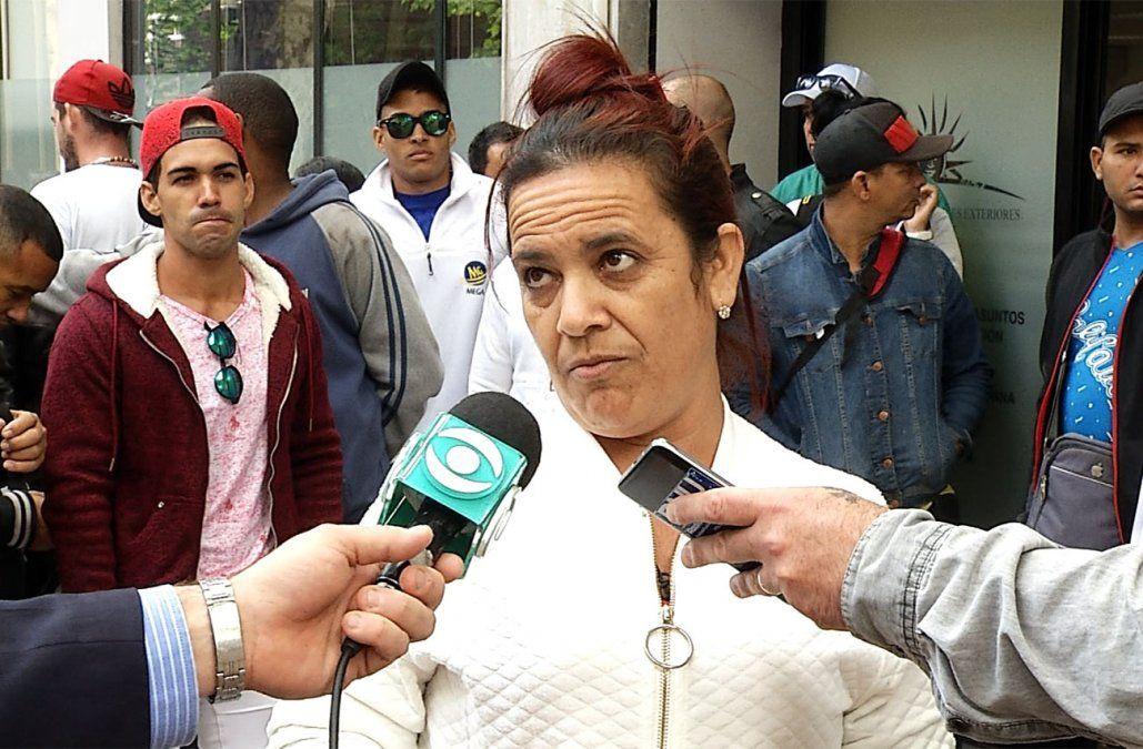 Cubanos protestaron en Cancillería por cédula y permiso de trabajo