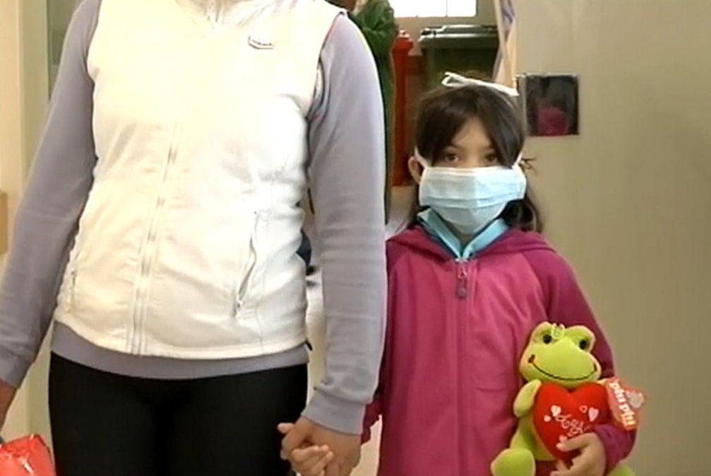 Erika recibió el corazón que necesitaba, y ya juega con sus primos