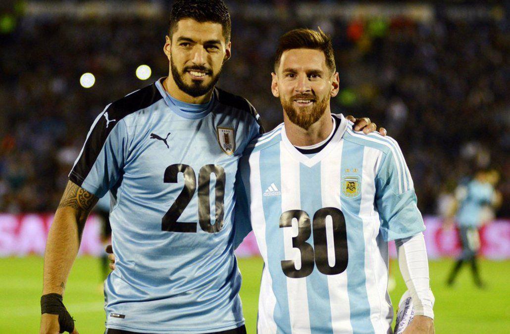 Messi y Suárez participaron de una promoción del Mundial 2030 antes del partido.