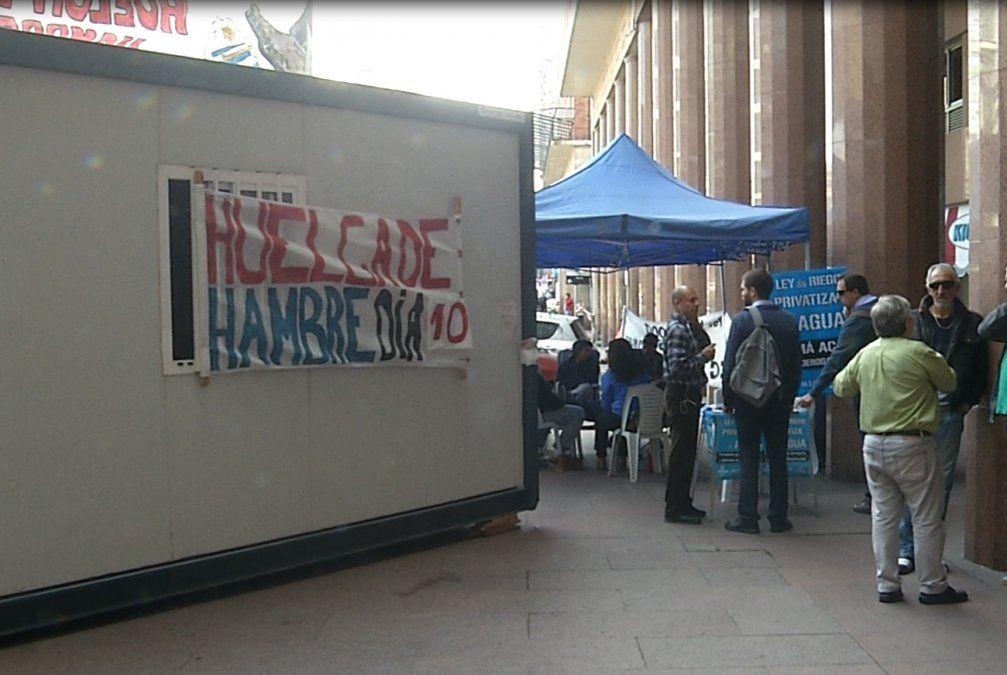 Trabajadores del gas llevan nueve días de huelga de hambre frente a Plaza Independencia