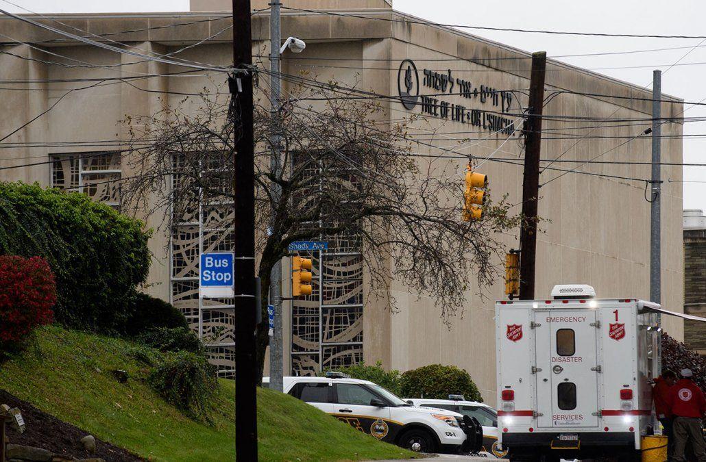 Al menos 11 muertos y 6 heridos dejó el tiroteo en una sinagoga en EE.UU.