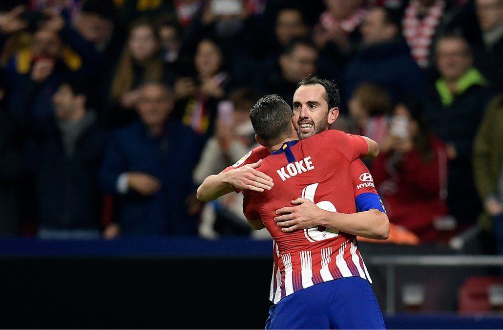 Con gol de Diego Godín, Atlético le ganó 2-0 a la Real Sociedad y es líder de la Liga