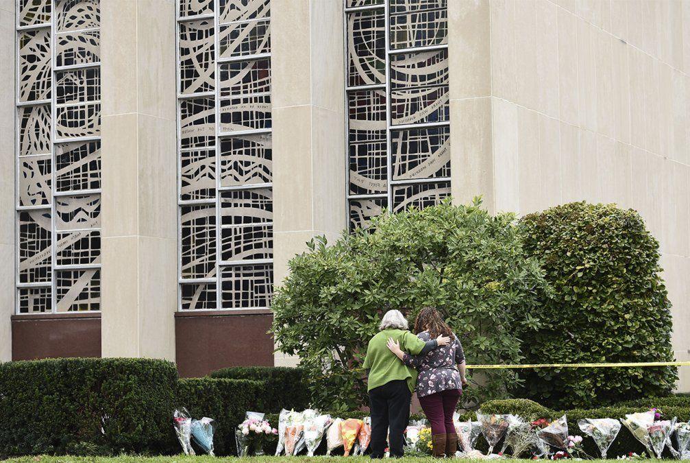 El papa califica de acto inhumano la matanza en sinagoga de Pittsburgh