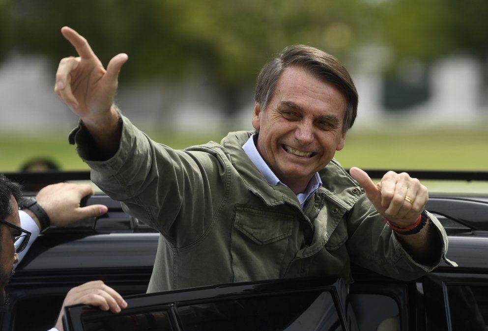Bolsonaro le sacó 11 puntos a Haddad, el candidato del PT