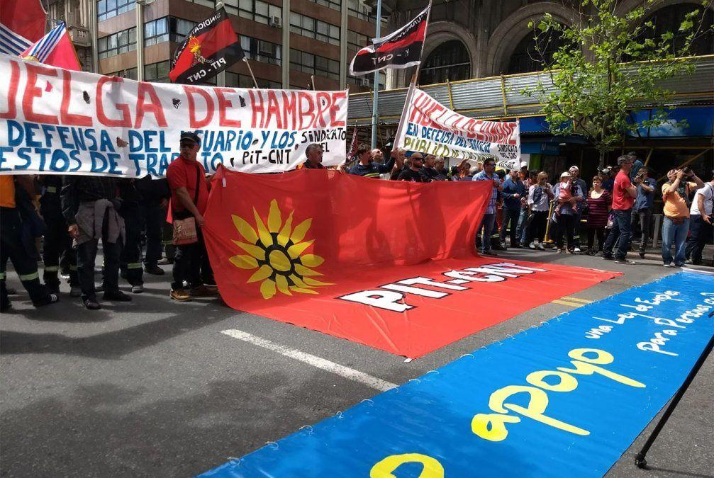 Acto del PIT-CNT afectó el tránsito por la principal avenida de Montevideo