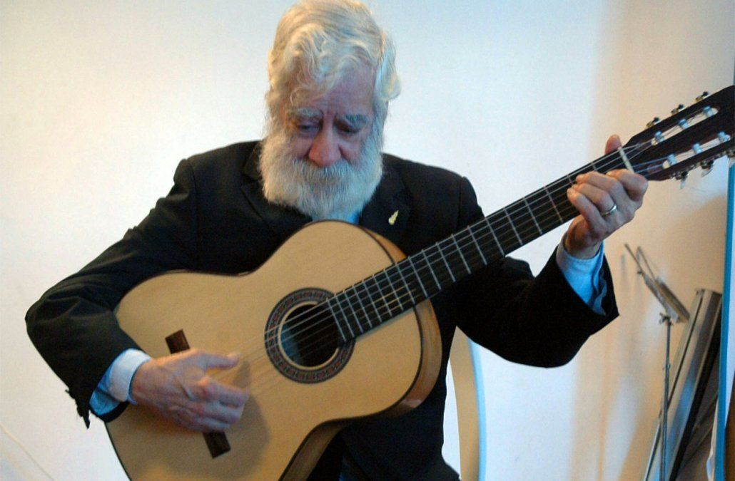 Foto: Intendencia de Montevideo/ Entrega de Premio Guitarra Negra a Eustaquio Sosa
