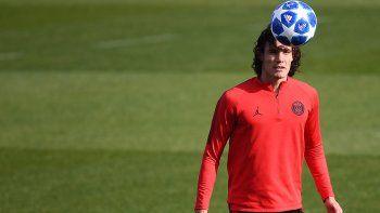 Cavani entrena con el PSG y podría llegar al duelo contra el Nápoles