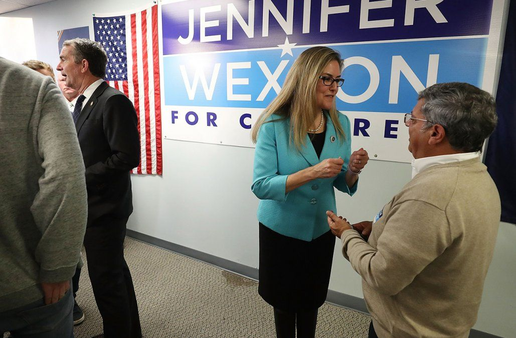 La demócrata Jennifer Wexton se imponía a la republicana Barbara Comstock en Virginia.