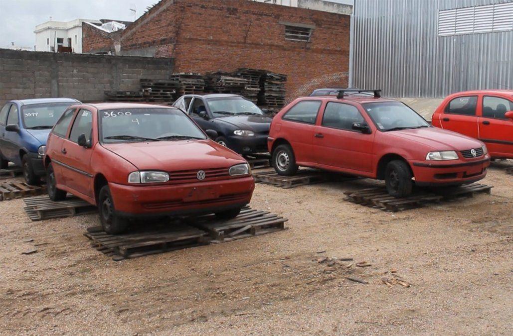 Intendencia de Montevideo remata 58 vehículos que fueron abandonados en la calle