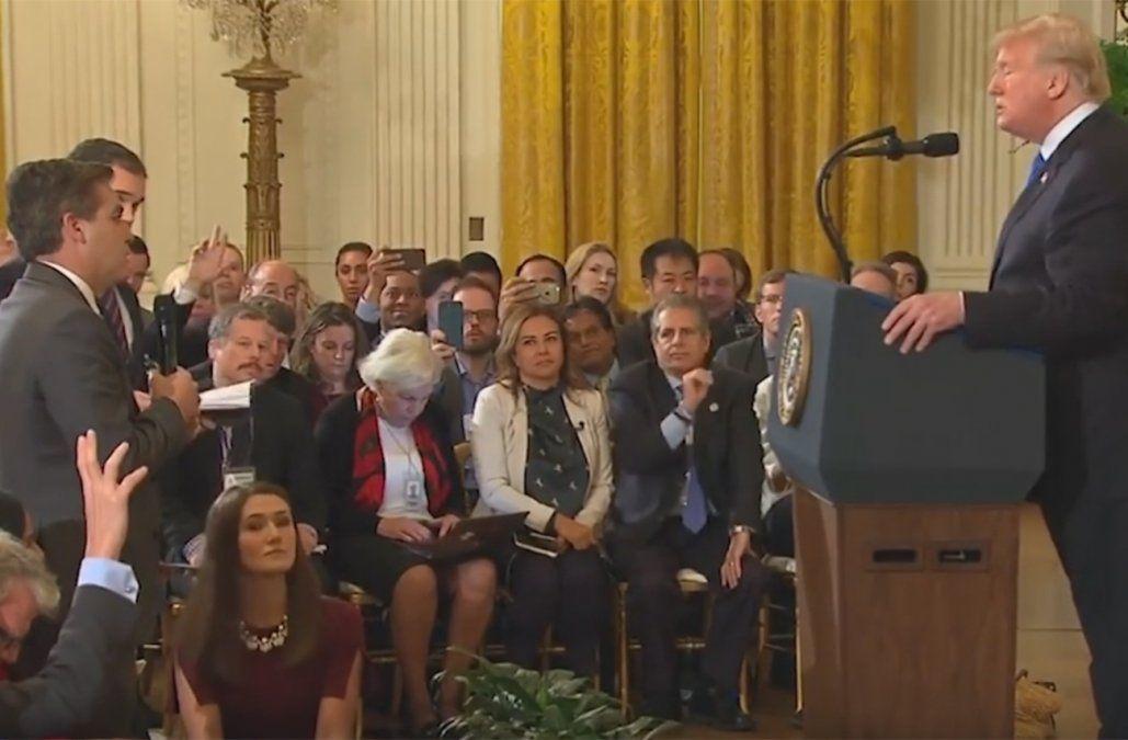Trump se trenzó con un periodista de CNN y le quitó la acreditación de la Casa Blanca