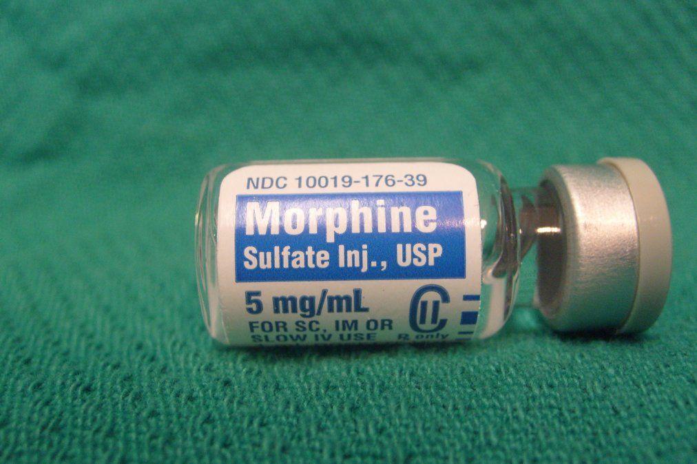 La acusación contra la nurse y los dos enfermeras era que éstos inyectaban dosis altas de morfina en forma sistemática a pacientes terminales o con pocas expectativa de vida