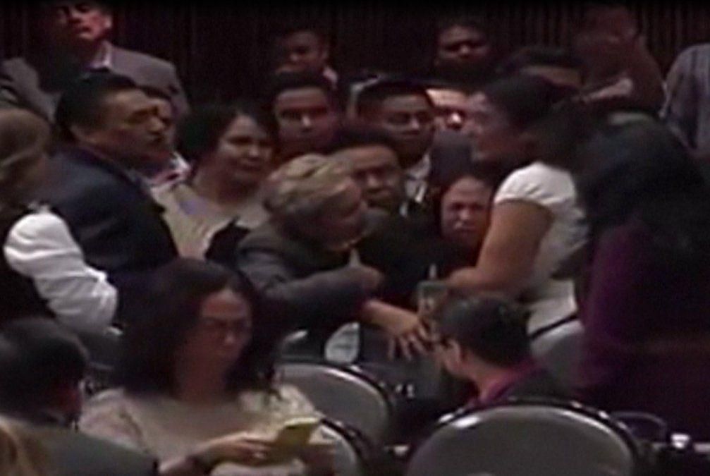 Conmoción en México: Diputada recibe la noticia del asesinato de su hija en plena sesión