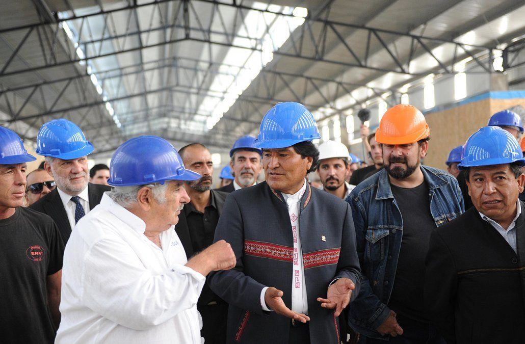 Mujica recibe en Envidrio la visita de Evo Morales