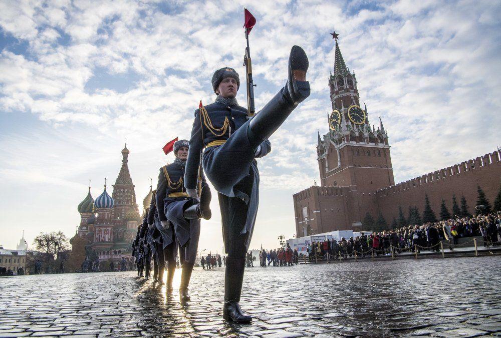 Desfile de la guardia de honor rusa
