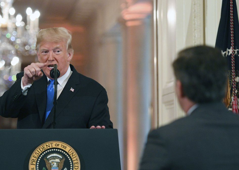El presidente Donald Trump increpó fuertemente al periodista Jim Acosta