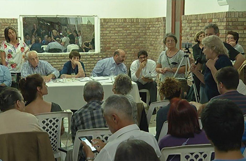 Acalorado debate entre vecinos con el ministro Rossi por el trazado del tren para UPM