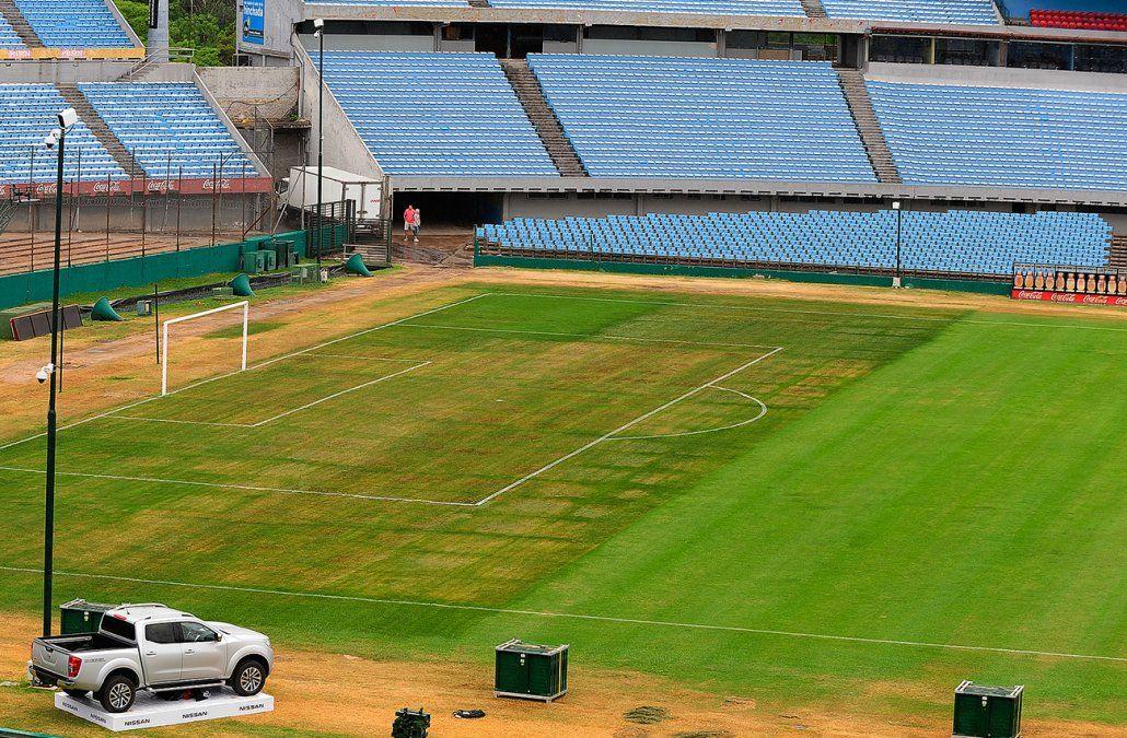 Así estaba el sábado el Centenario tras pintar de verde la zona más dañada