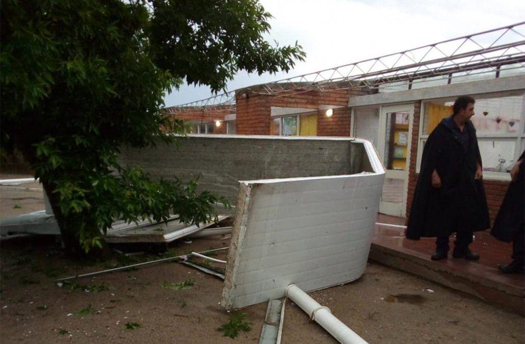 Temporal voló el techo de una escuela en 25 de Mayo y se activó el comité de emergencia