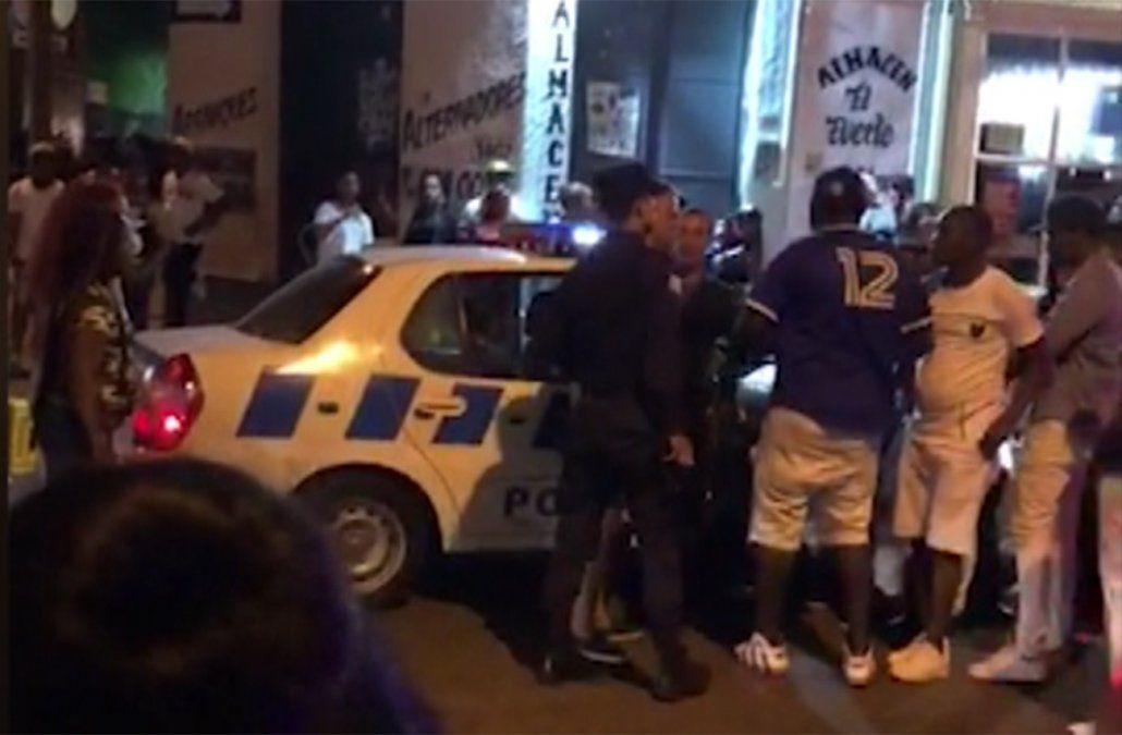 Dominicanos denuncian abuso policial y que efectivos les robaron dinero