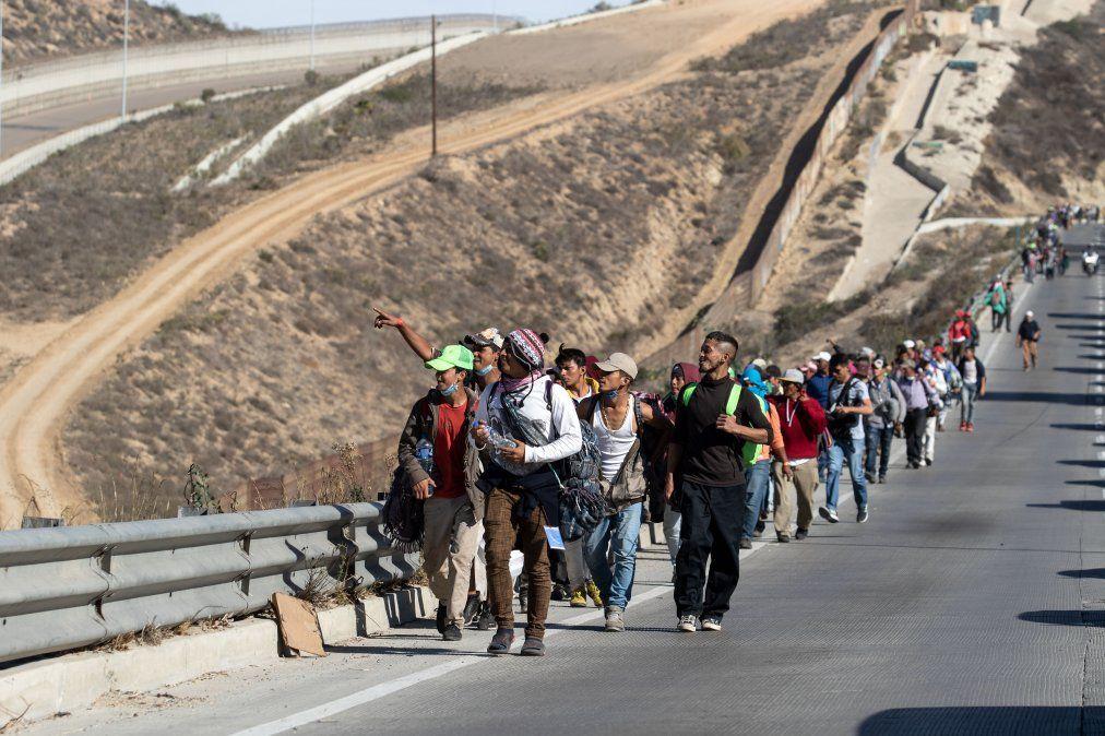 Miles de migrantes se mueven hacia la frontera con Estados Unidos con la esperanza de encontrar una vida mejor.