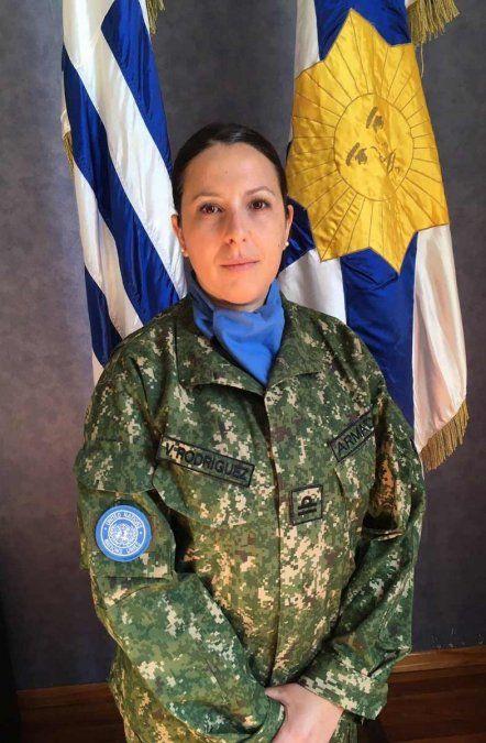La oficial Valeria Rodríguez. En la Armada le desean buenos vientos