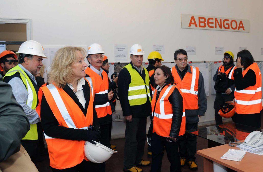 Ministra Cosse visita en junio de 2015 el obrador del Antel Arena. Durante su paso por la telefónica estatal fue el germen del proyecto inaugurado días atrás.